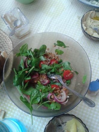 Salată de linte cu spanac, chimion şi mango chutney.