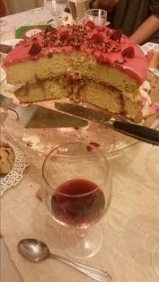 'Adi, mi-ai stricat poza cu paharul de vin!' 'L-am pus intenționat pentru contrast!'
