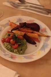 Guacamole con chipotle (fără cremă de brânză) cu legume coapte.