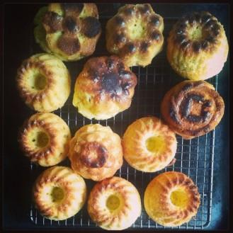 Prăjituri bundt cu ulei de măsline și cimbru