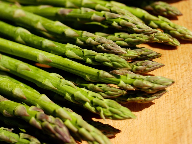 why-asparagus-makes-your-urine-smell-53293543.jpg__800x600_q85_crop